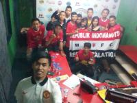 Dapet undangan Siaran langsung bareng Radio Zenith Salatiga,gara2 nobar perdana BPL musim 2015 homebase Indomanutd Salatiga membeludak sampe ketempat parkir :D